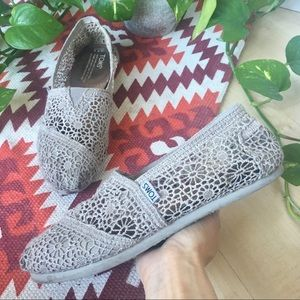 TOMS SHOES Crochet Lace Slip On Flats Grey 7.5